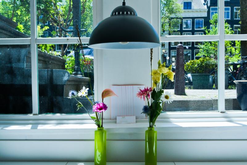 2021-06-01-prinsengracht-969-front-flowers-DSC_2673