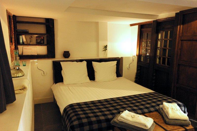 969 the bedroom
